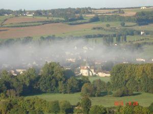 La commune sous le brouillard